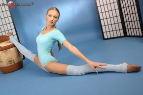 extreme flexible hot sexy slut young