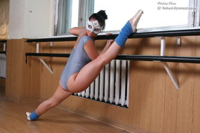 nude flexible beautifyl girls