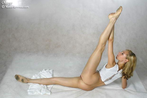 female nude ballet dancers