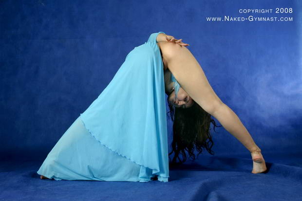 naked flexible yoga girl