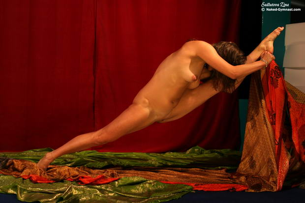 nude girl ballerina