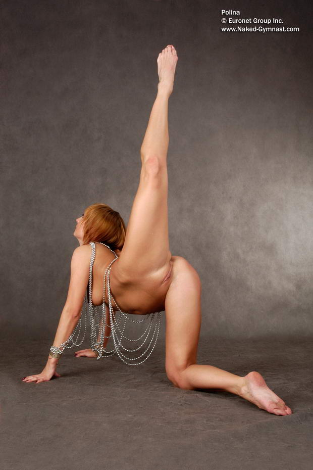 nude flexible female bodybuilder